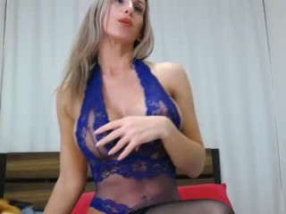 miss_x_ Alluring blonde cumming fingering her wet quim on the couch