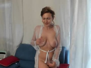 kitty_mya69 Seductive doing cumshow brunette on air toying her yummy beaver