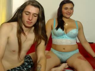 alyceandaxellredhot Irresistible squirting online camgirl strips and toys her cooshie in bedroom