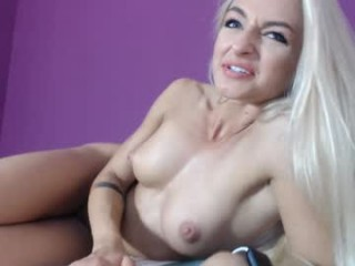 squirting_lea Pig-tailed blonde cumming Bryana giving blowjob and getting slick quim vibrated