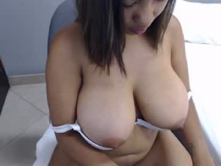 hillary_hot Round titted hot brunette squirted sucking two huge pricks online