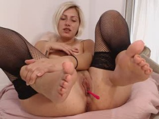 natashabella85 Enticing blonde doing cumshow honey riding a glass dildo on the couch