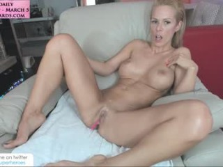 amysuperheroes Round meloned brunette squirted strips and rubs her petite pussy
