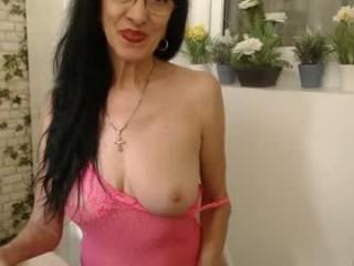 sexxyfoxxy4you Black haired elegant Bonita slurping hot seed on her knees
