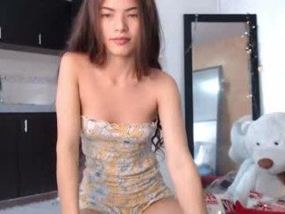 katiemoss Fantastic cummed on webcam slurping a massive dick and getting facialized in the garage