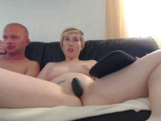 sexyhottease69 Charming squirting online camgirl rubbing her succulent snatch in the bedroom
