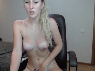 amazon_girl Blue eyed blonde squirted goddess spreading icecream on her succulent pussy online